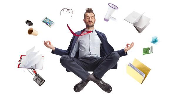 Business Manns schwebt entspannt