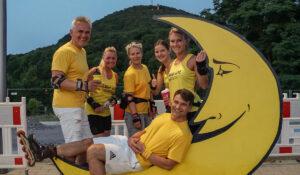 Megafit Team vor dem Windberg beim Nachtskaten